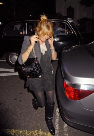 Sienna Miller e sua Chanel2.55
